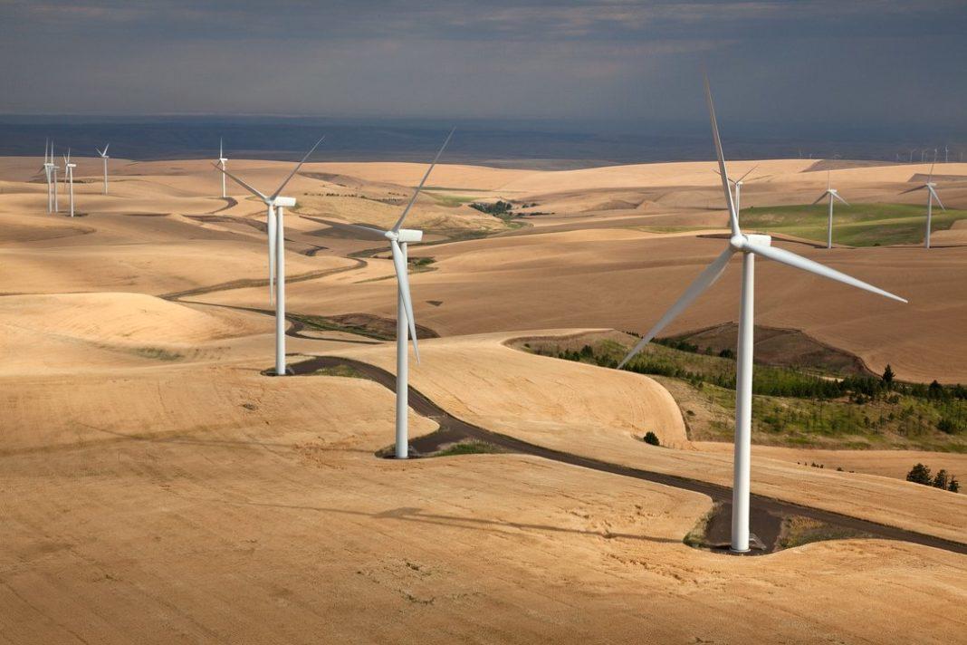 Wind farm in southeastern Washington. By Jeffrey G. Katz - Own work, CC BY-SA 3.0, https://commons.wikimedia.org/w/index.php?curid=18589206