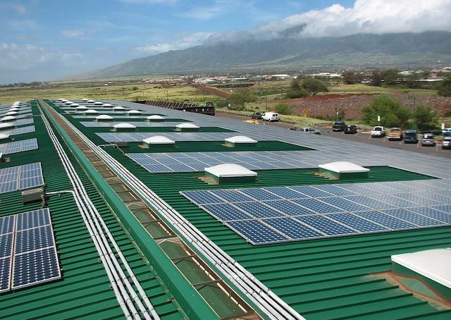 Solar on Kahului Airport. Credit: Tritium3