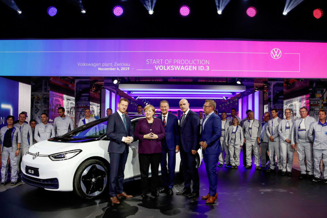 Factory visit with (f.l.t.r.) Michael Kretschmer, Prime Minister of the Free State of Saxony; German Chancellor Dr. Angela Merkel; Dr. Herbert Diess, Chairman of the Board of Volkswagen AG; Thomas Ulbrich, Member of the Volkswagen Brand Board of Management responsible for E-Mobility and Jens Rothe, Chairman of the General Works Council of Volkswagen Sachsen GmbH, during the start of production of the ID.3 at Volkswagen plant in Zwickau.