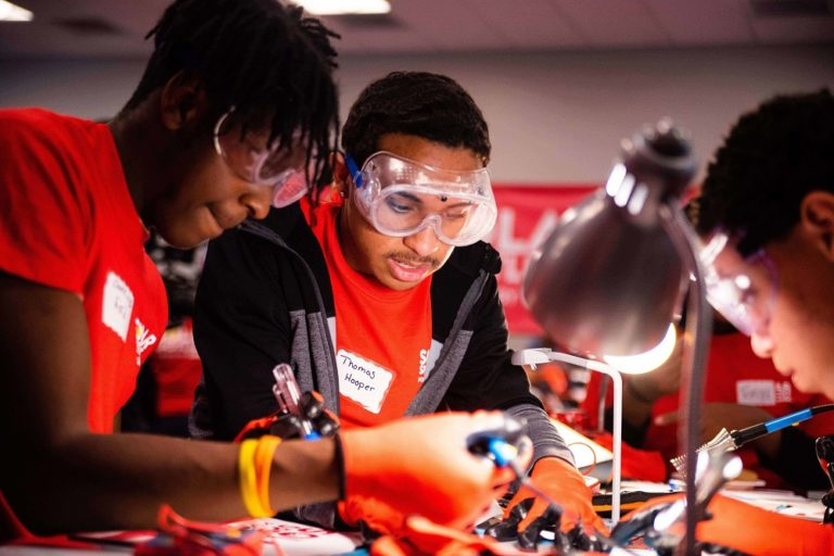 ComEd engages students in Solar Spotlight STEM event for Black History Month